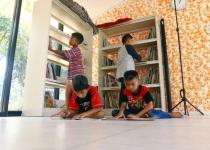 menumbuhkan-minat-baca-siswa-dari-keluarga-iju